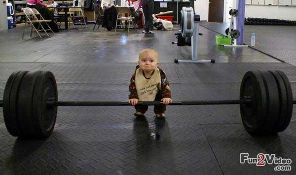 funny-kid-weight-lifting